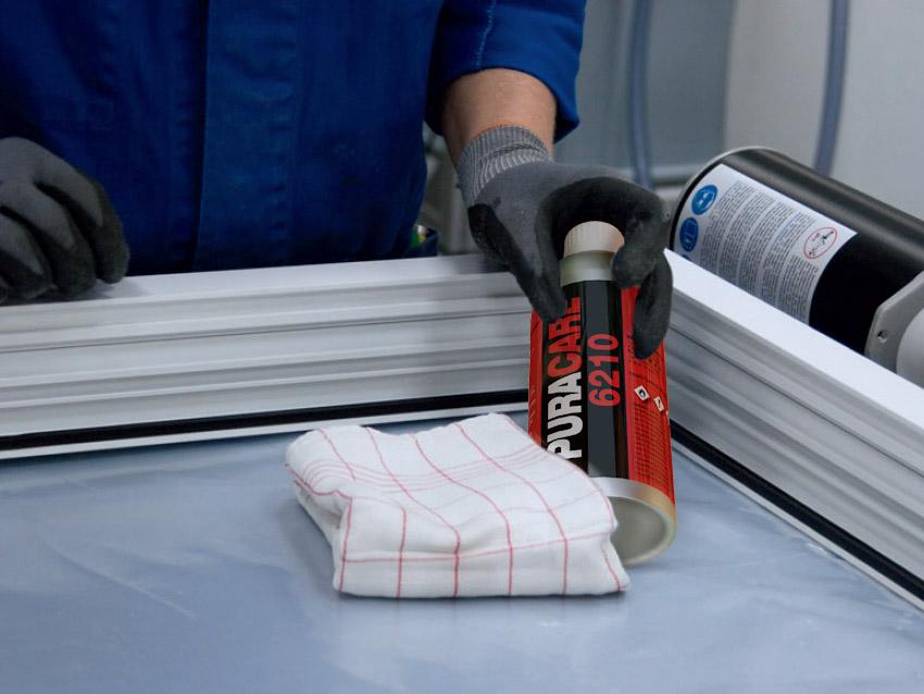 Обработать поверхности праймером PURACARE 6210 при помощи чистой тканью