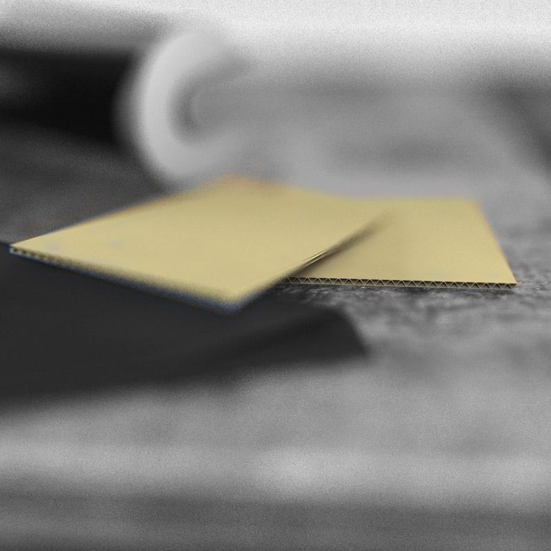 Два кусочка картона для контроля клеевого жгута
