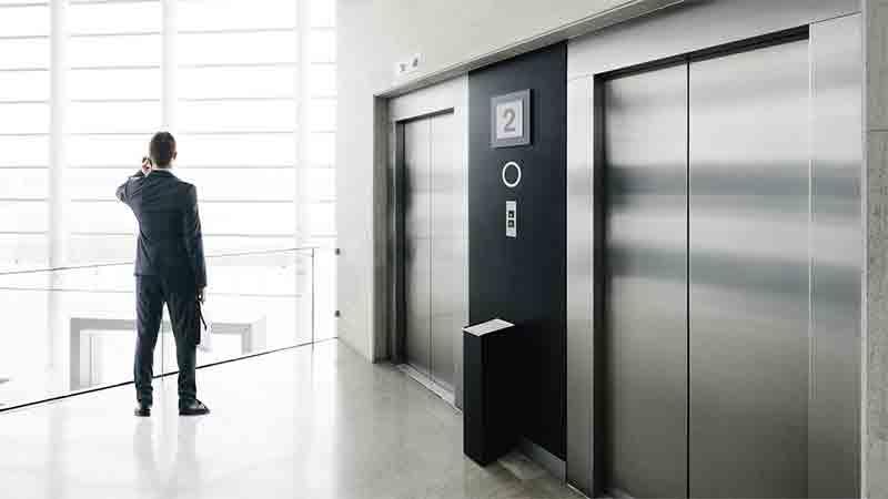 применение клея в сборке лифта