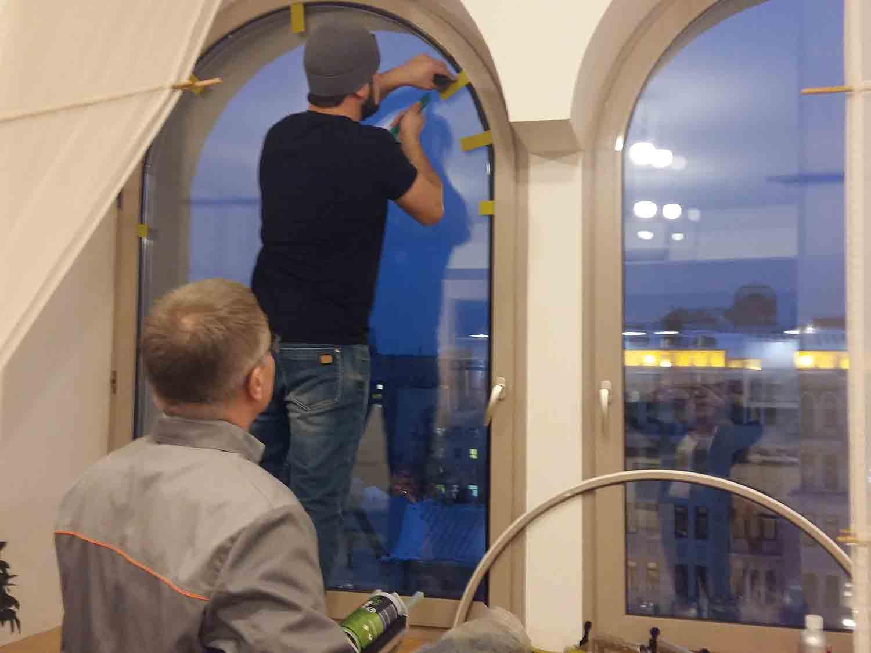 выравнивание провисшего окна