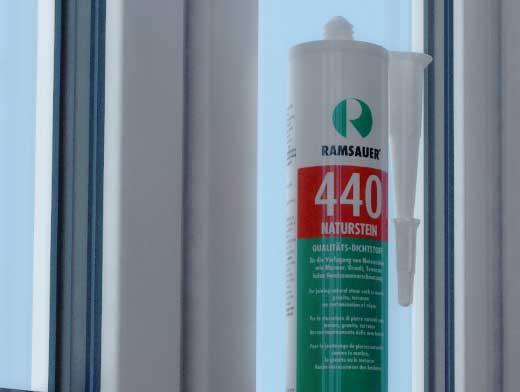 Качественный герметик для окон и дверей