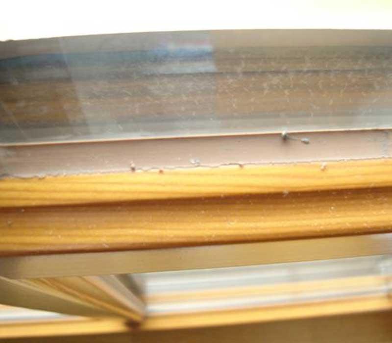 Некачественный оконный силикон
