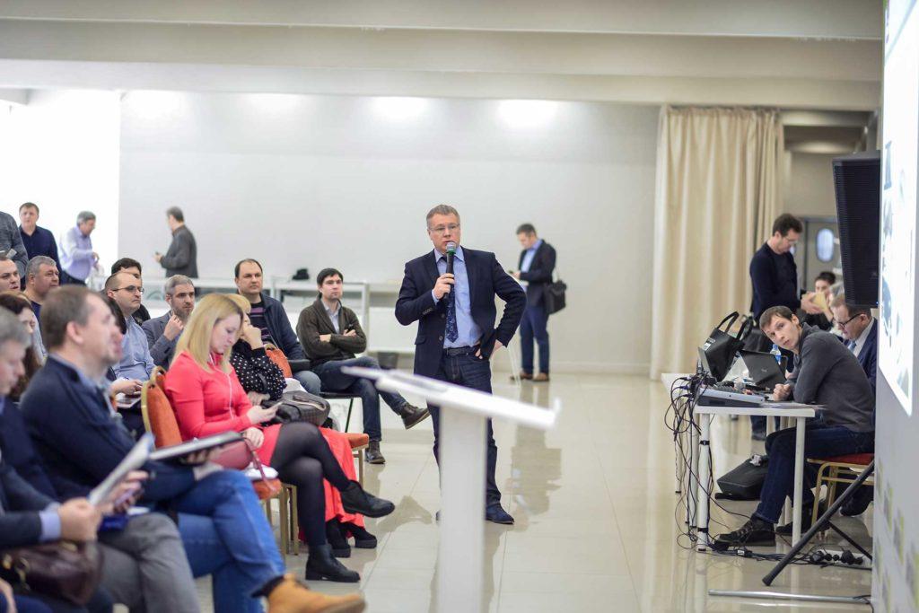 Игорь Паршин с Докладом На оконном форуме