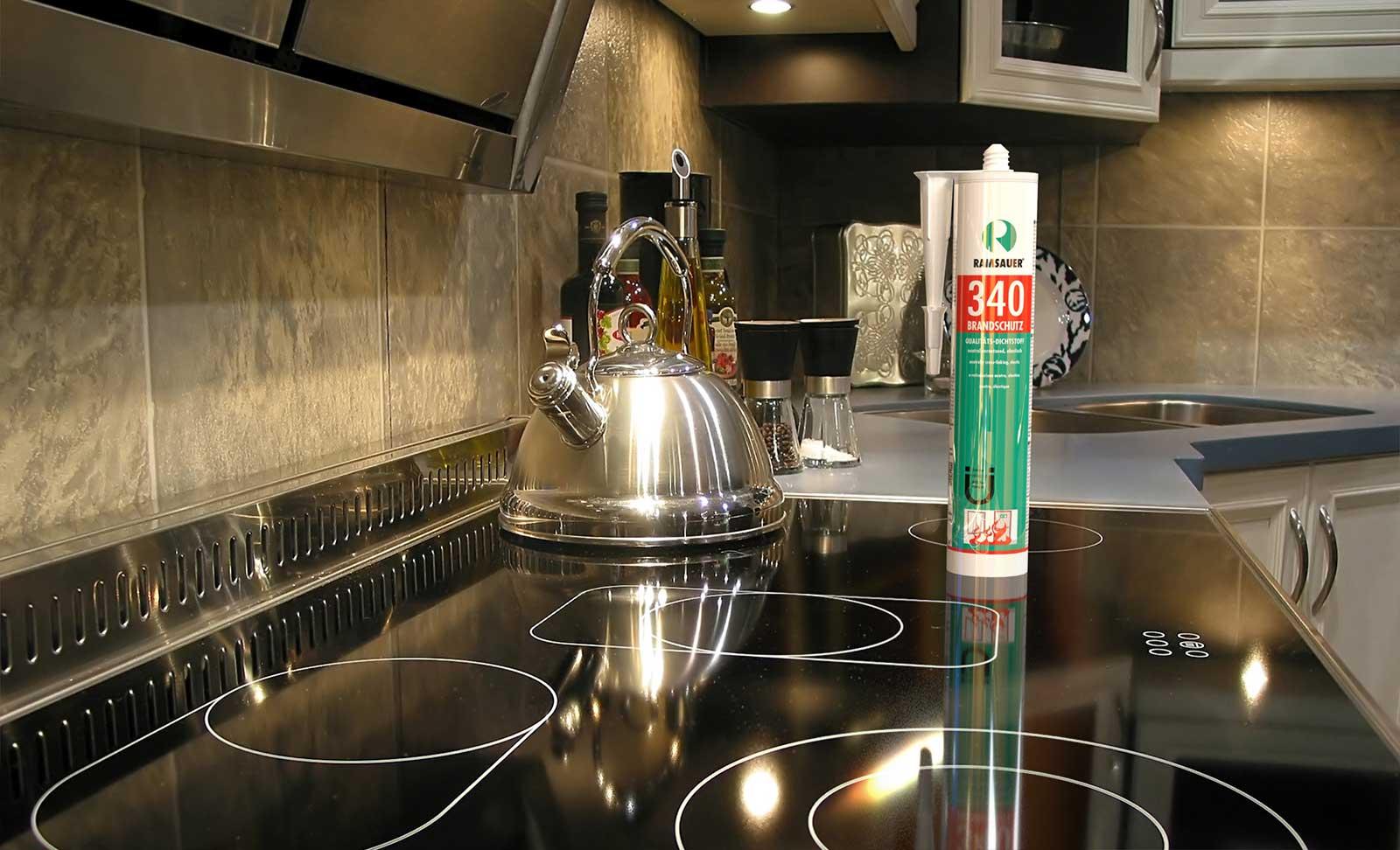 Уплотнение стеклянных варочных панелей электрических плит специальными огнестойкими герметиками класса B1
