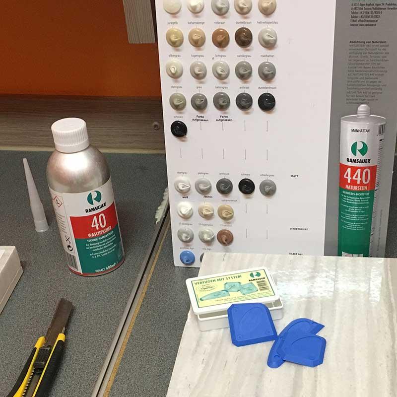 Специальный герметик для природного камня RAMSAUER® 440 NATURSTEIN содержит противогрибковые и бактерицидные биологически активные вещества