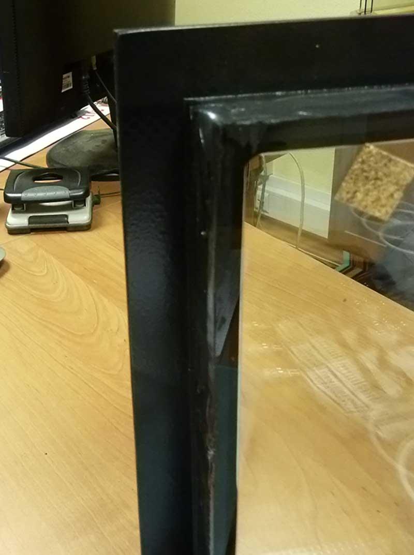 С помощью индустриального 2К клея PURAFLEX® 9270 легко соединить элементы стеклянной конструкции