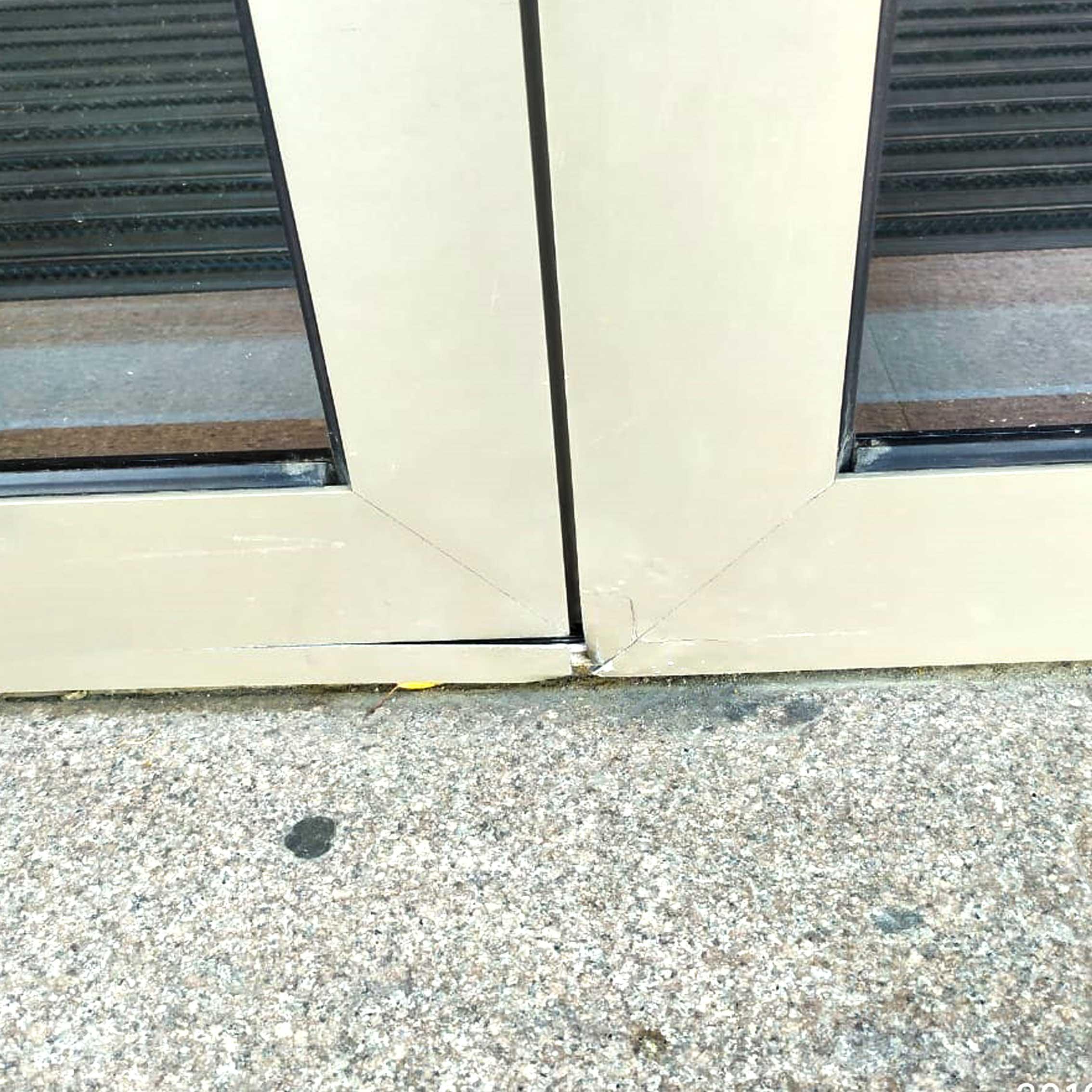 Как сделать долговечной входную дверь из алюминия